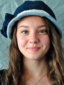 Franziska Winkel präsentiert Hüte