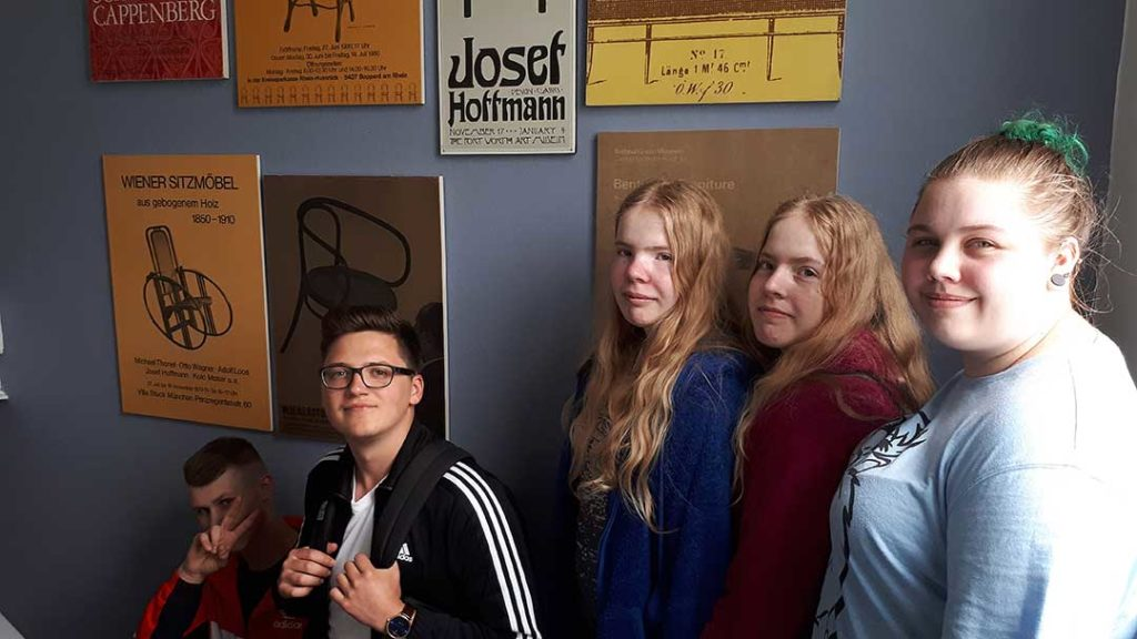 Die BVB2- Klasse der Arnold-Bode-Schule zu Besuch bei der Firma Thonet GmbH in Frankenberg